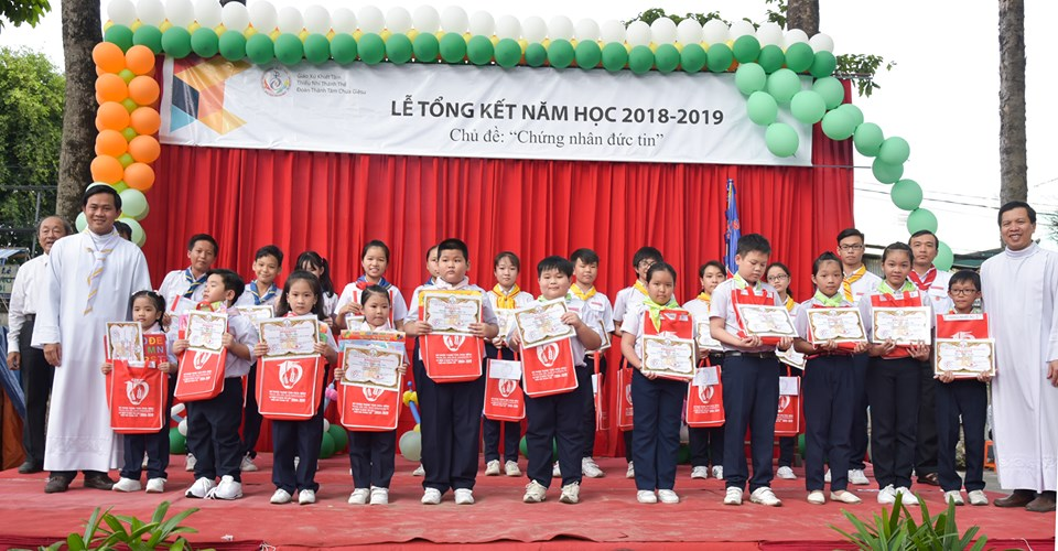 "le-tong-ket-nam-hoc-giao-ly-20182019--""chung-nhan-duc-tin""-1842.html"
