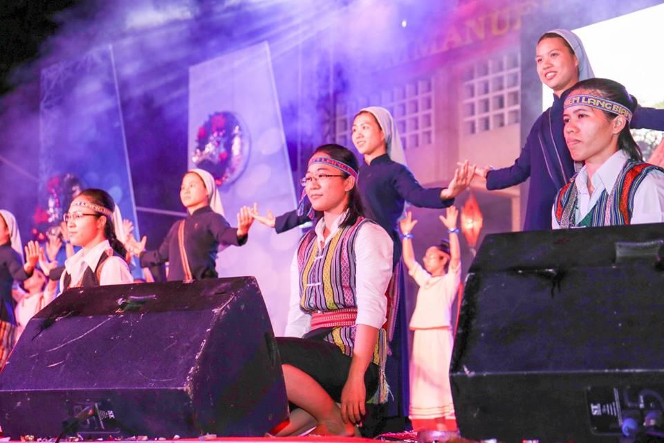 """""""Giáng Sinh Trên Bản Làng"""" qua sự trình bày của Quý Soeur đến từ Hội Dòng MTG Khiết Tâm"""